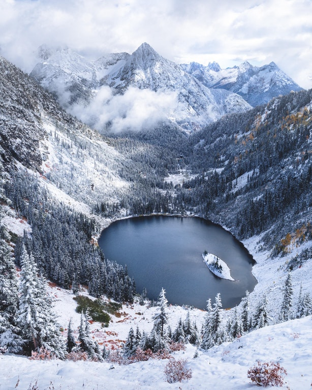First dusting of snow in the North Cascades, Washington - Elliothawkey - bit.ly2rxdb2i