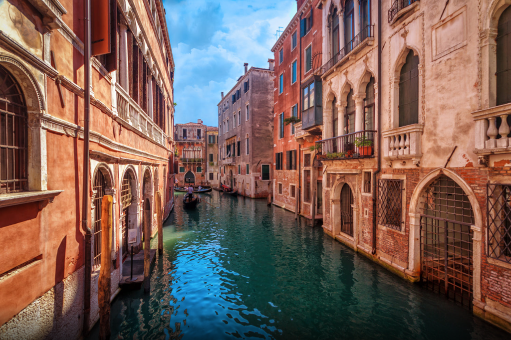 Canal in Venice - Madclapper - bit.ly2CmLAFO