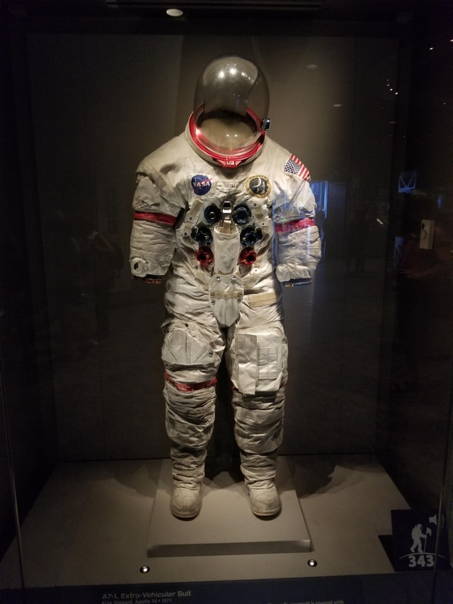 Apollo 14 Suit, Covered with Moon Dust - OleBravo - bit.ly2JbrhOM