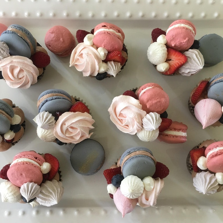 chocolate cupcakes with macarones, Italian buttercream, meringue kisses and roses - Nicoledhearted - bit.ly2KoZJT1