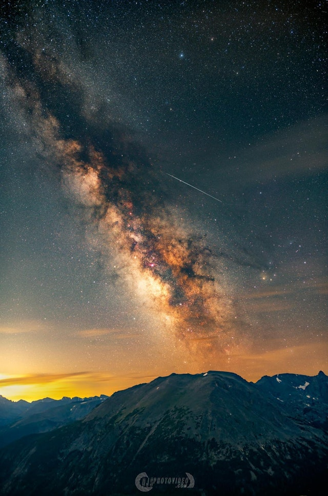 I took one tracked and one untracked exposure of the Milky Way and combined them to bring out an extreme amount of detail - DanielJStein - bit.ly2NzMikH