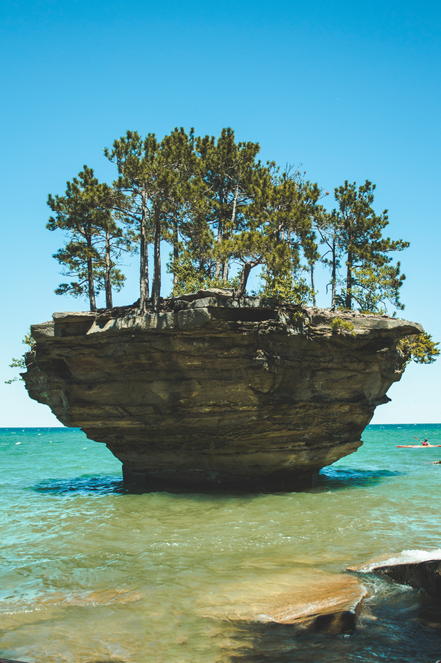 Turnip Rock, Port Austin - Duelt - bit.ly2NGxd1E
