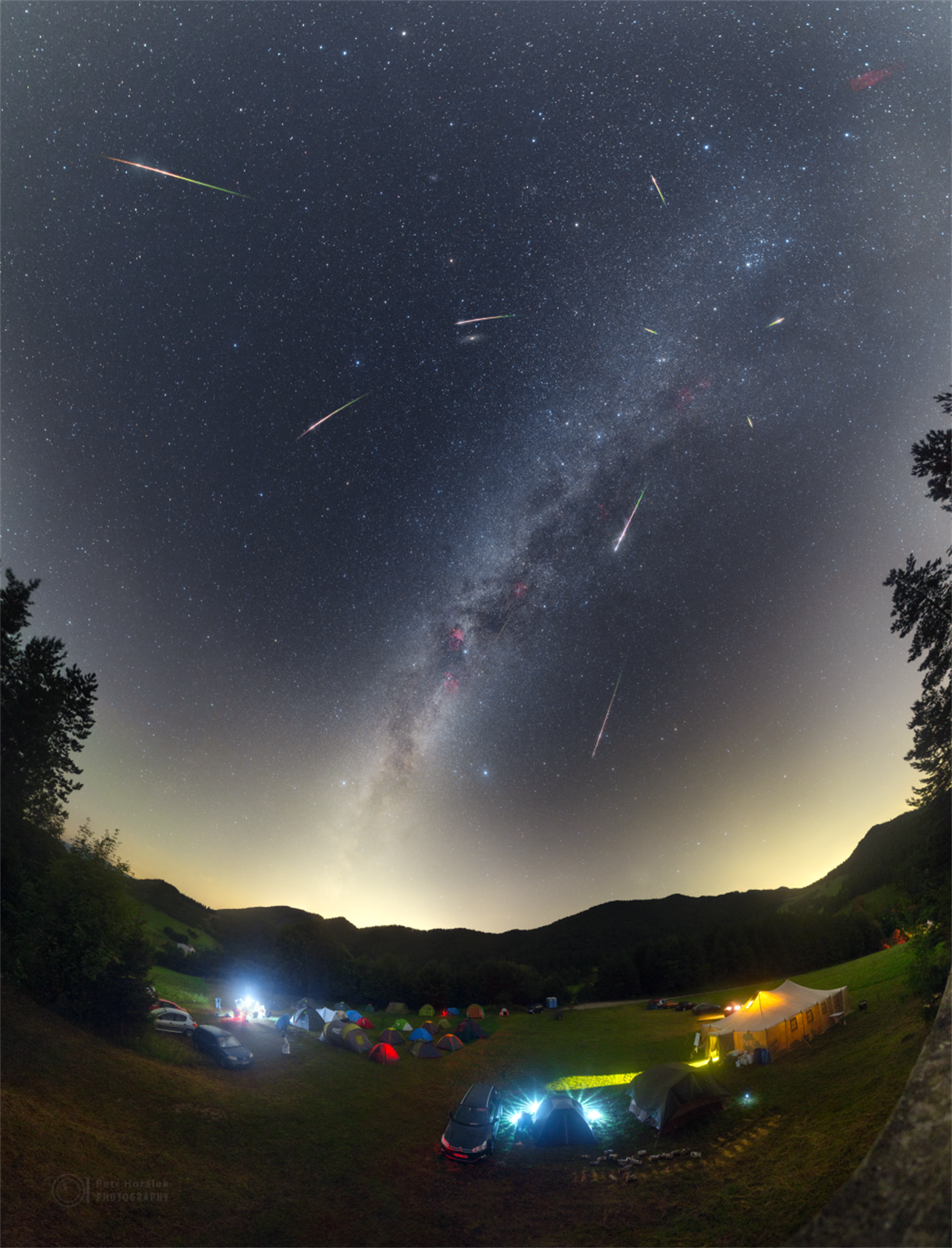 The Milky Way and a meteor shower - Fizrock - bit.ly2wEbYqm
