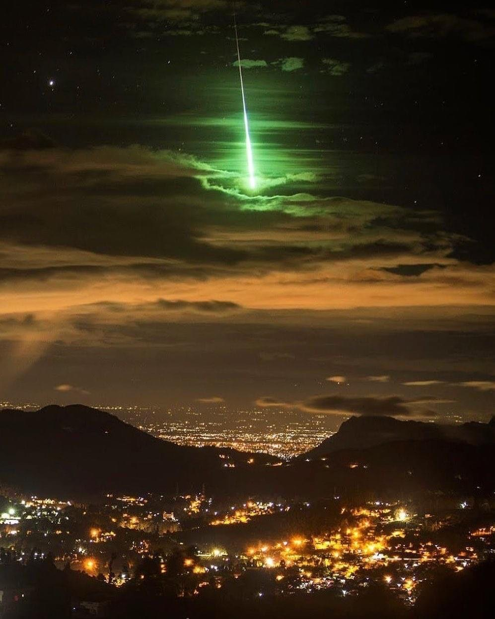 Stunning bright green meteor captured in South India