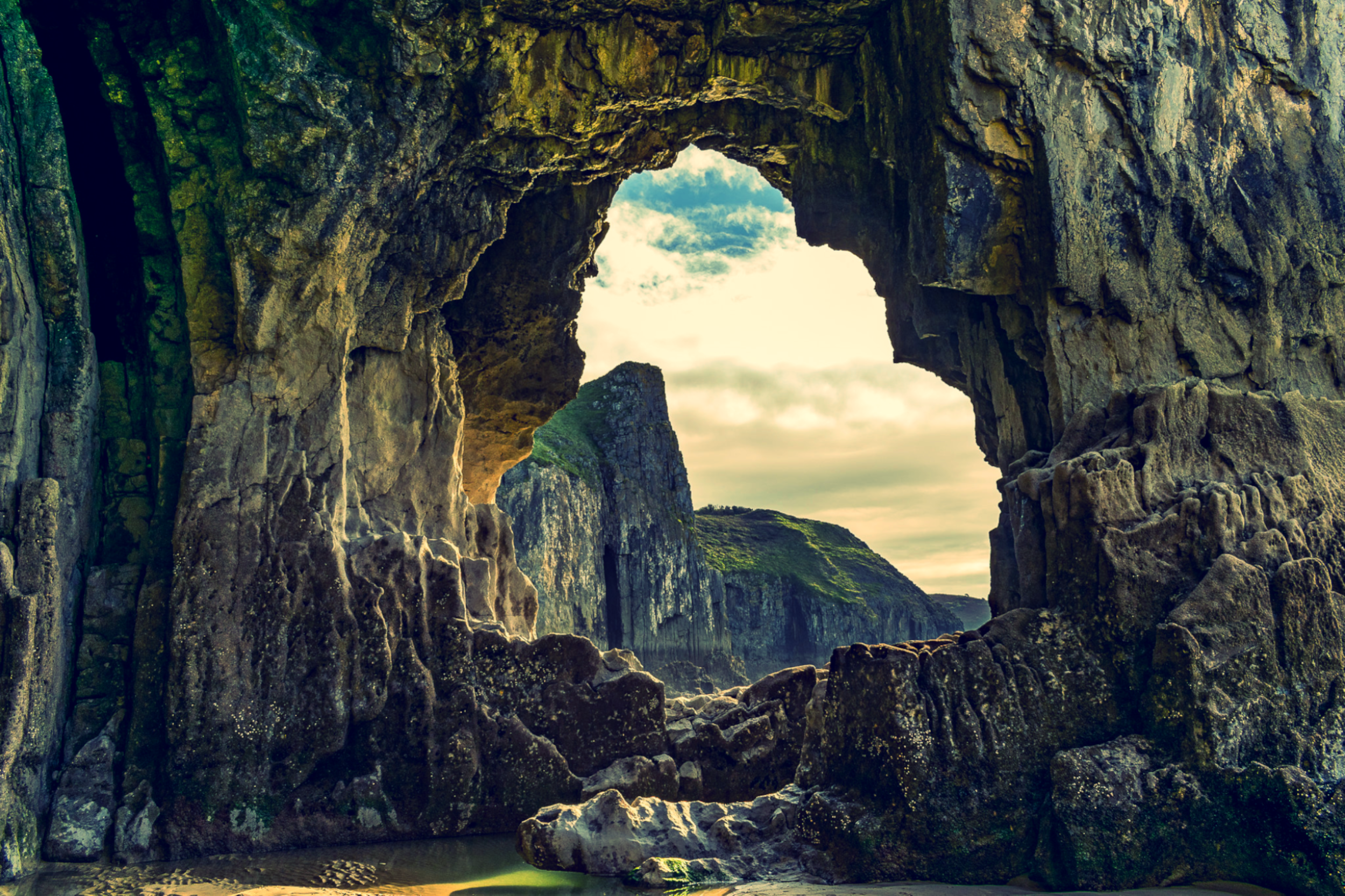 One of the most beautiful hidden beauty spots in Pembrokeshire. Lydstep Caverns, Wales