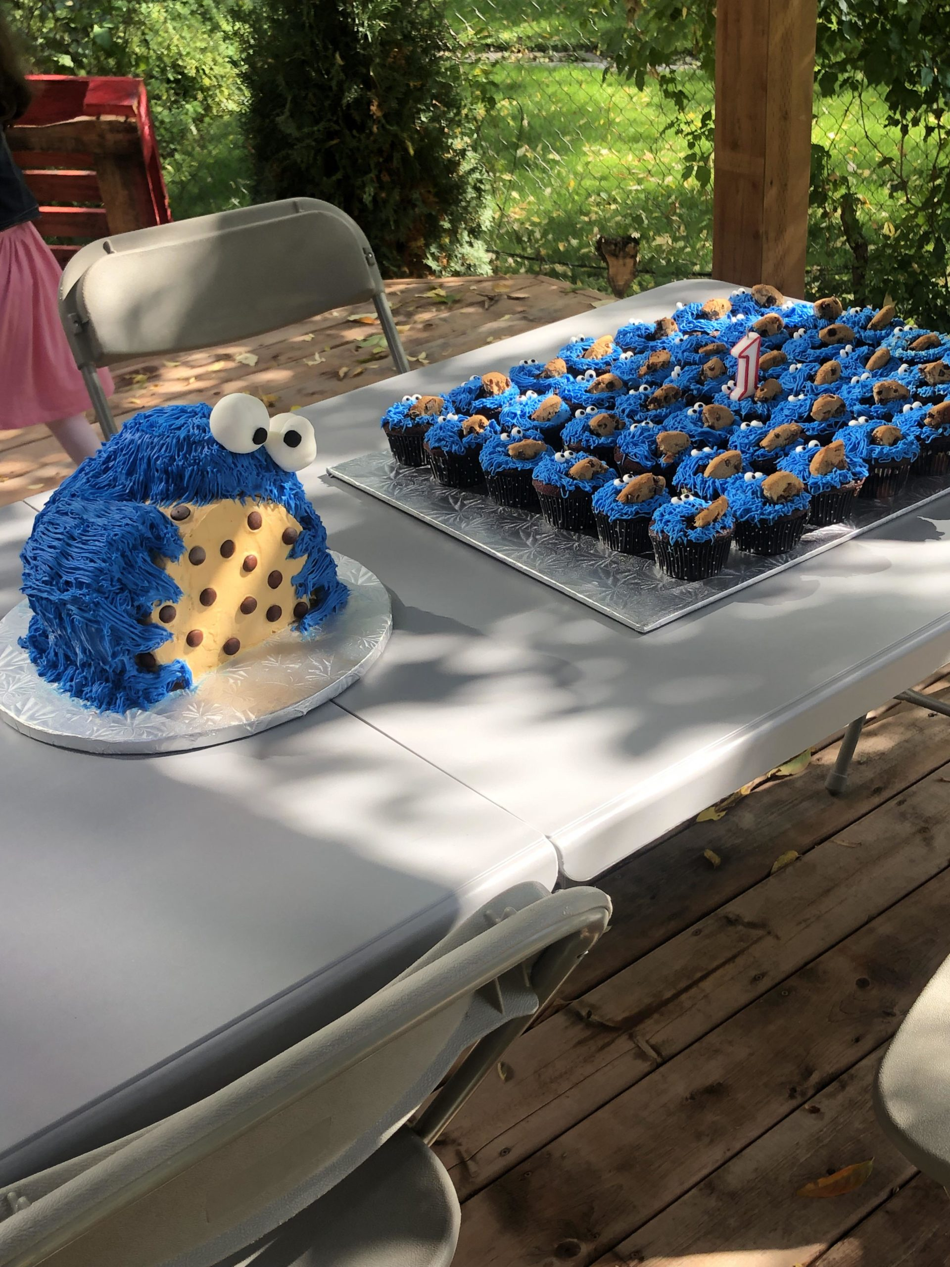 Cookie Monster Cake + Cupcakes